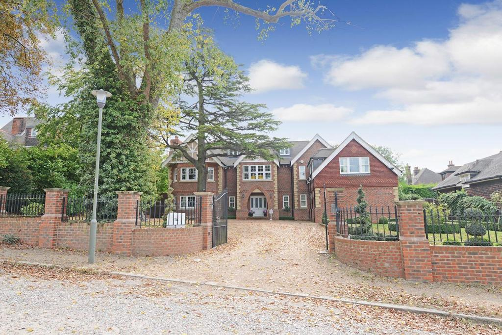 6 Bedrooms Detached House for sale in Park Farm Road, Bromley