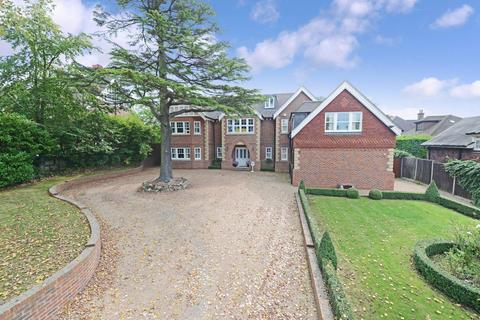 6 bedroom detached house for sale - Park Farm Road, Bromley
