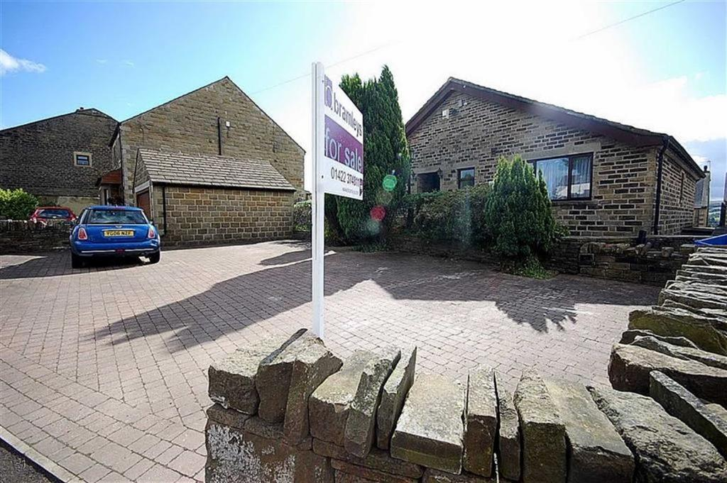 3 Bedrooms Detached Bungalow for sale in High Street, Stainland, Halifax, HX4