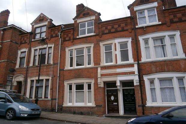 3 Bedrooms Flat for sale in College Street, Highfields, Leicester, LE2