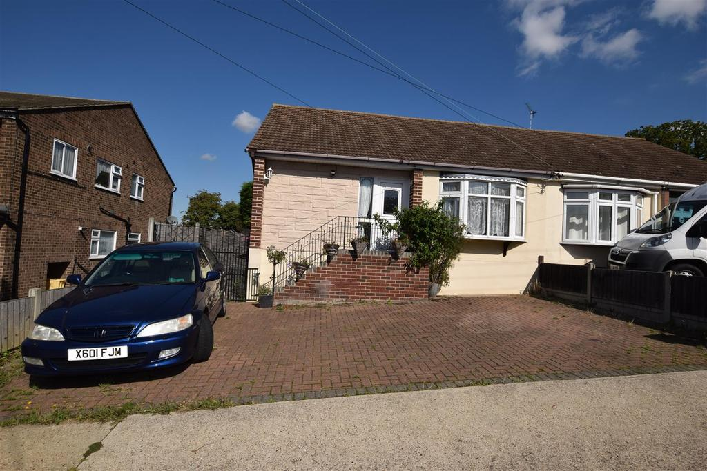 2 Bedrooms Semi Detached Bungalow for sale in Chesterfield Avenue, Benfleet