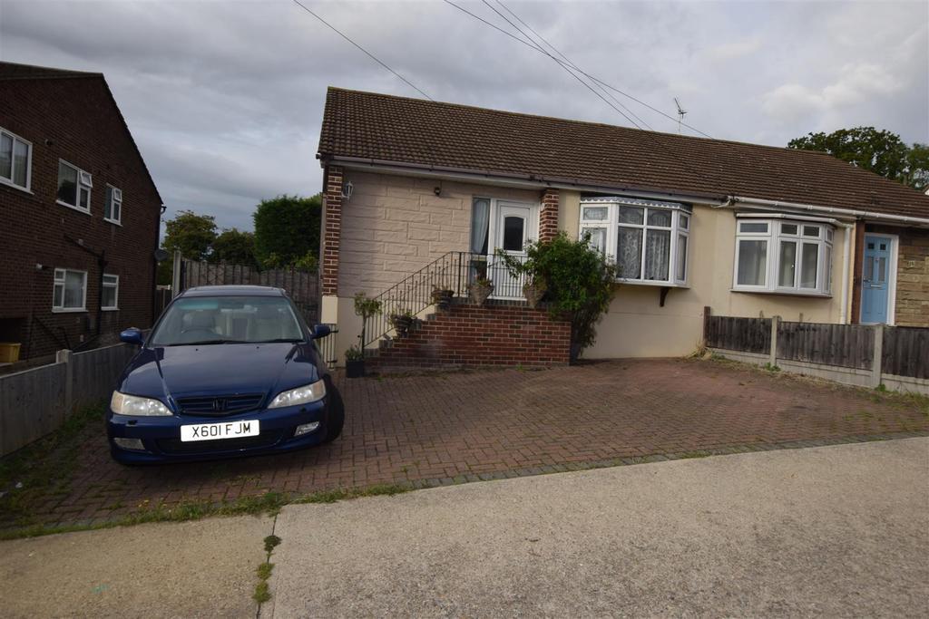 2 Bedrooms Semi Detached Bungalow for sale in Chesterfield Avenue, Benfleet