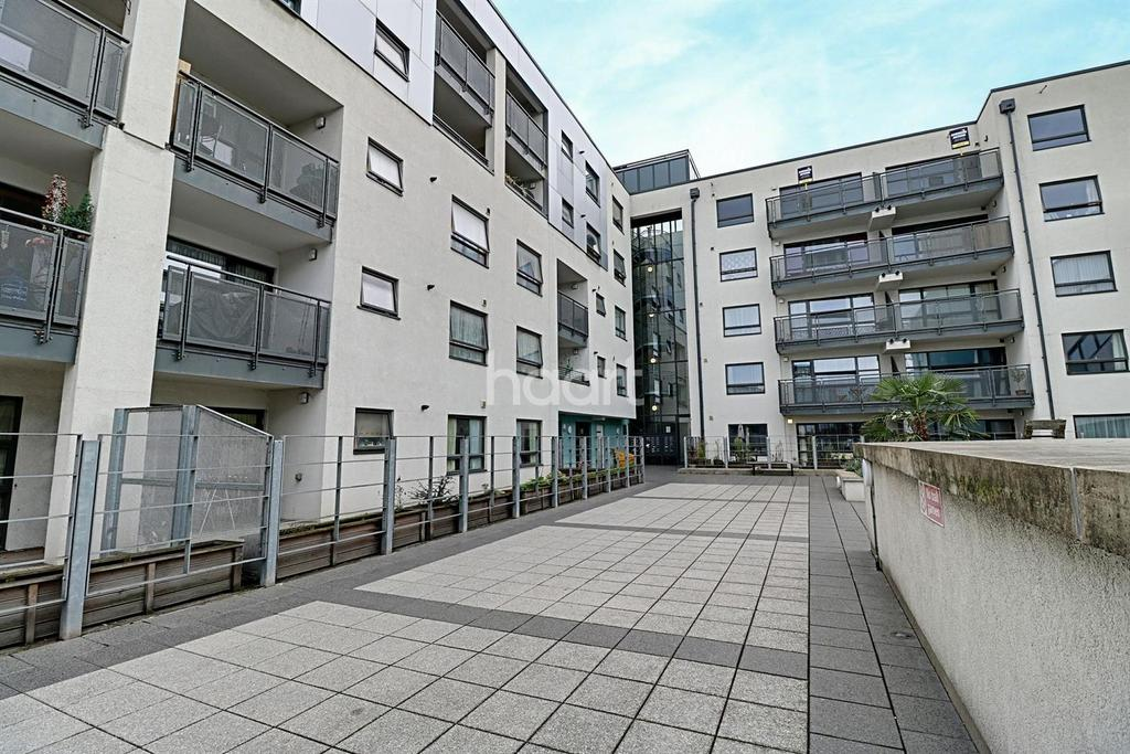 2 Bedrooms Flat for sale in Parkspring Court, Erith, DA8