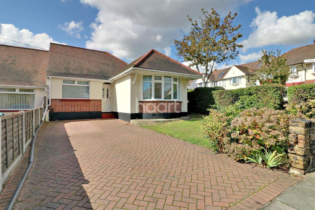 2 Bedrooms Bungalow for sale in Rutland Avenue, Southend On Sea