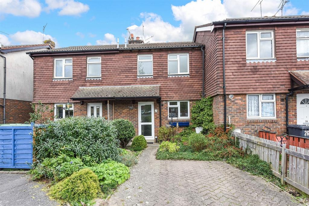 2 Bedrooms Terraced House for sale in Spenser Close, Alton
