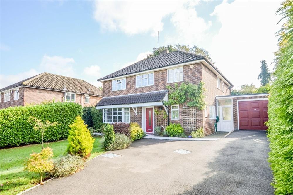 4 Bedrooms Detached House for sale in Oaklands Drive, BISHOP'S STORTFORD, Hertfordshire