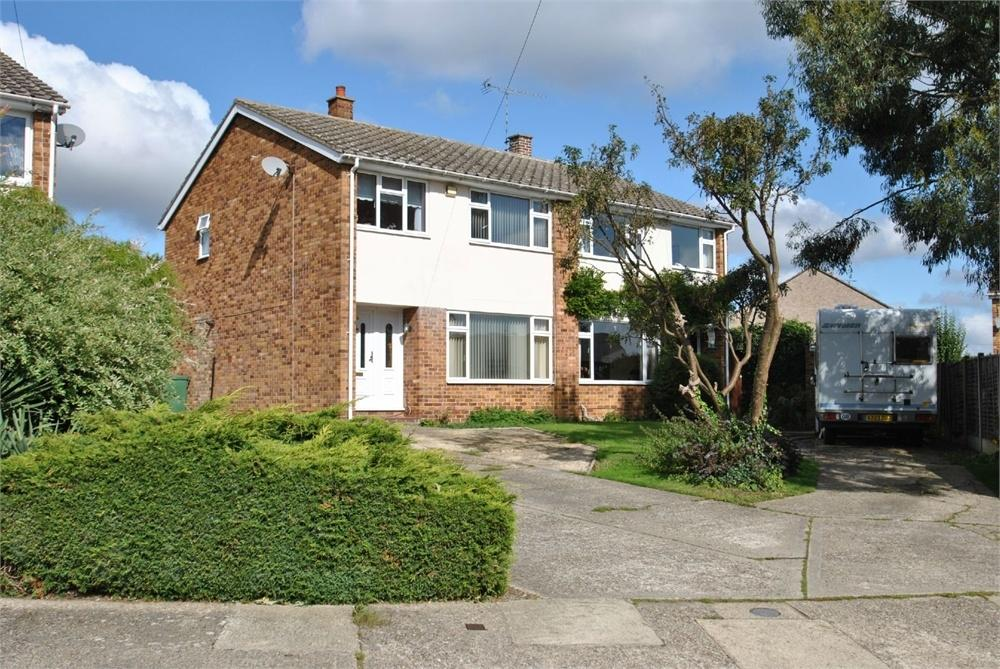 3 Bedrooms Semi Detached House for sale in Giffins Close, BRAINTREE, Essex