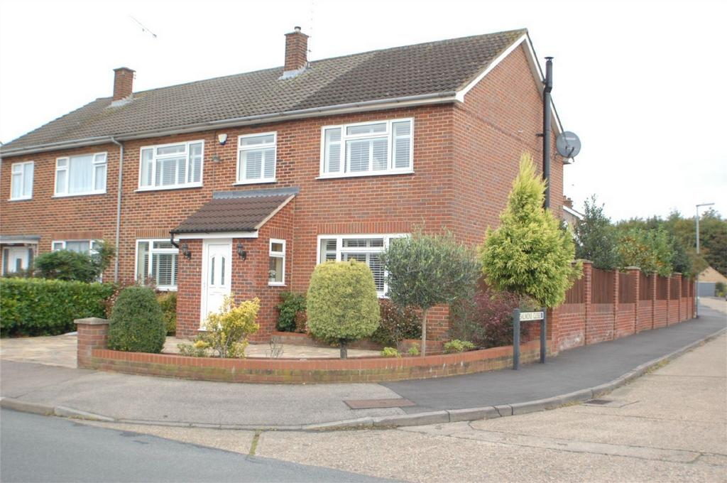 5 Bedrooms Semi Detached House for sale in Heath Drive, WARE, Hertfordshire