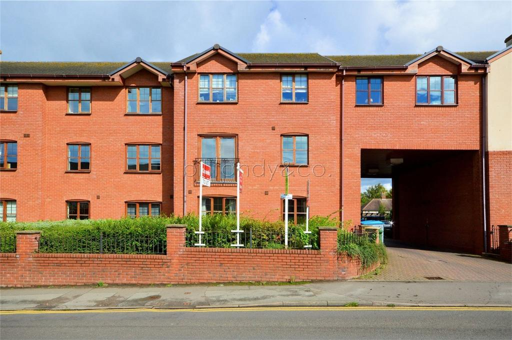 2 Bedrooms Flat for sale in Badgers Court, 94 Hednesford Road, Heath Haye, CANNOCK, Staffordshire