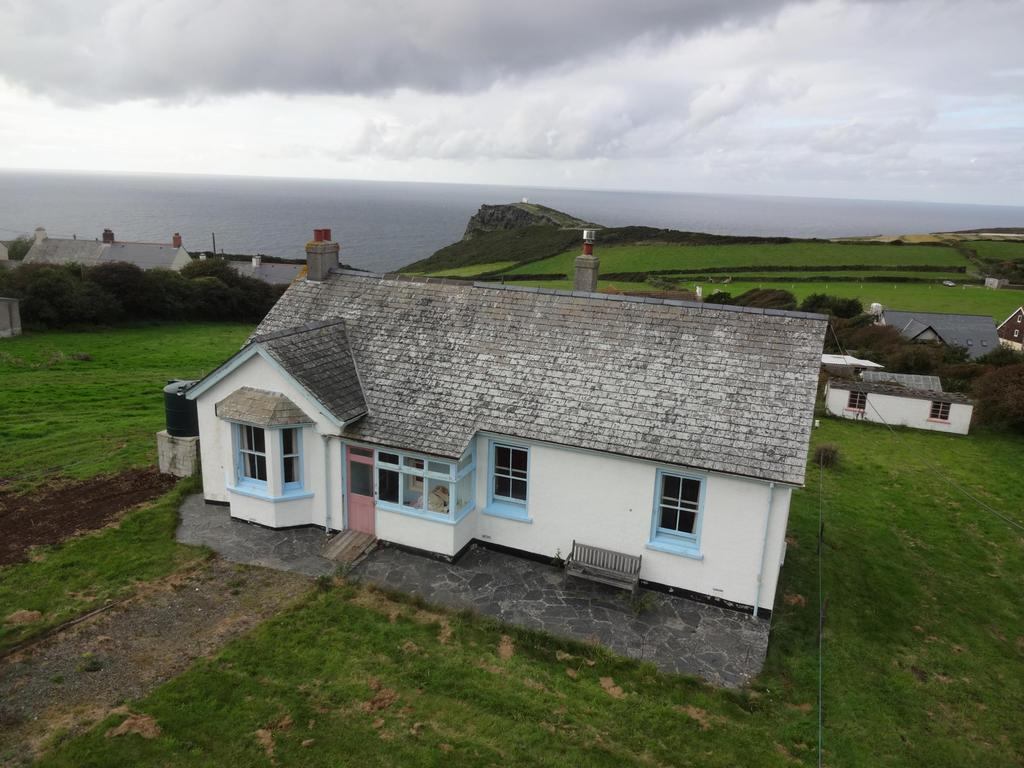 3 Bedrooms Bungalow for sale in Tintagel Road, Boscastle