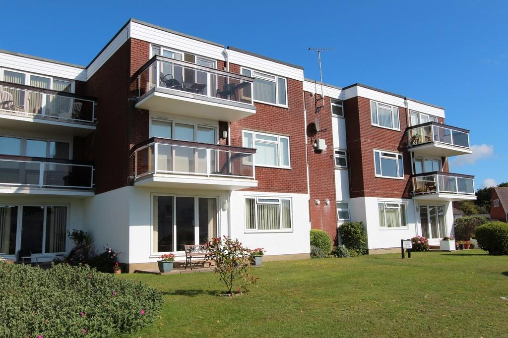2 Bedrooms Ground Flat for sale in MUDEFORD