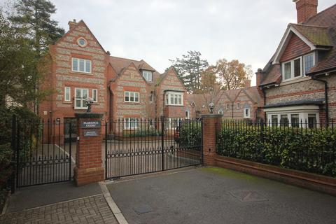 2 bedroom flat for sale - FLORENCE COURT, WILTON, SALISBURY, WILTSHIRE SP2  0FD