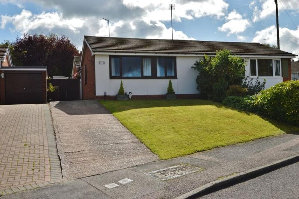 4 Bedrooms Semi Detached Bungalow for sale in Essex Drive, Rugeley
