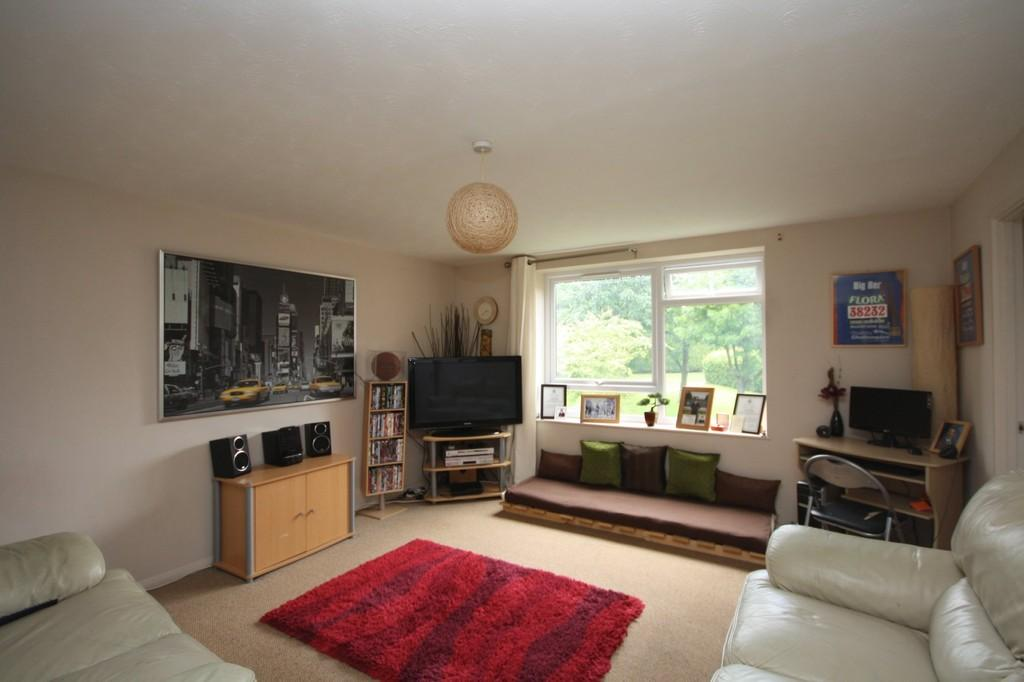 2 Bedrooms Apartment Flat for rent in Kingfisher Drive, Merrow Park