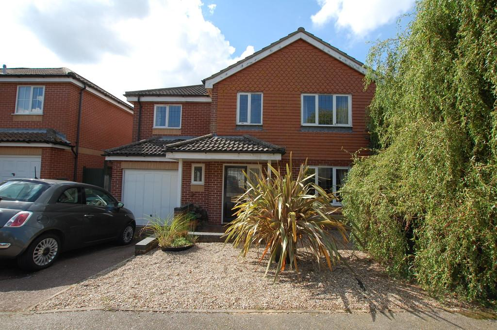 4 Bedrooms Detached House for sale in Ray Bond Way, Aylsham