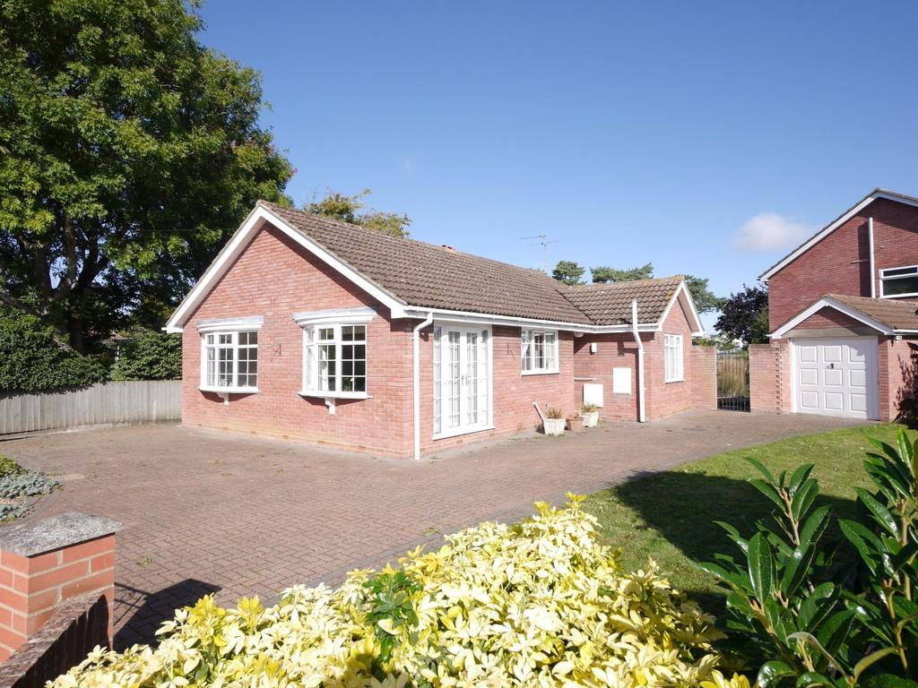 2 Bedrooms Detached Bungalow for sale in The Street, Capel St. Mary, Ipswich