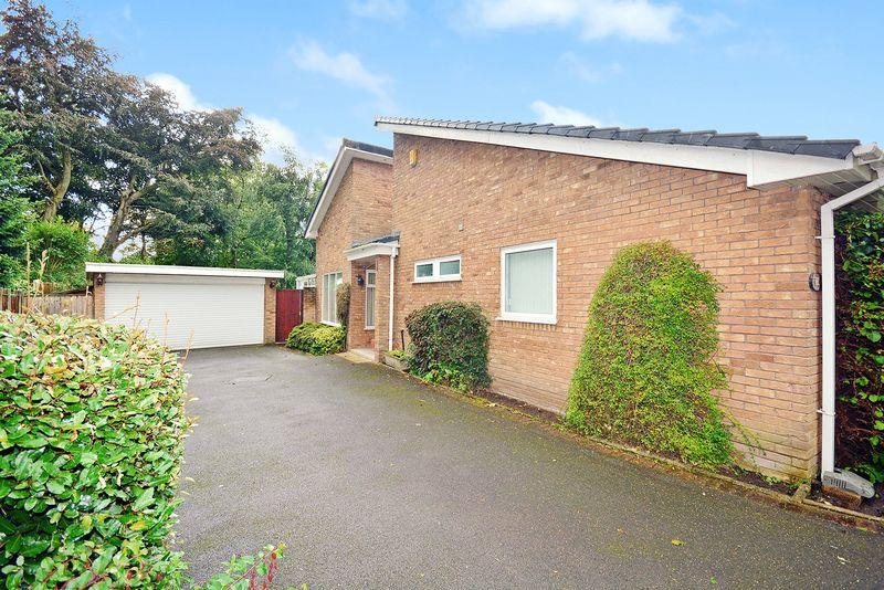 3 Bedrooms Bungalow for sale in Old Hall Close, Higher Walton