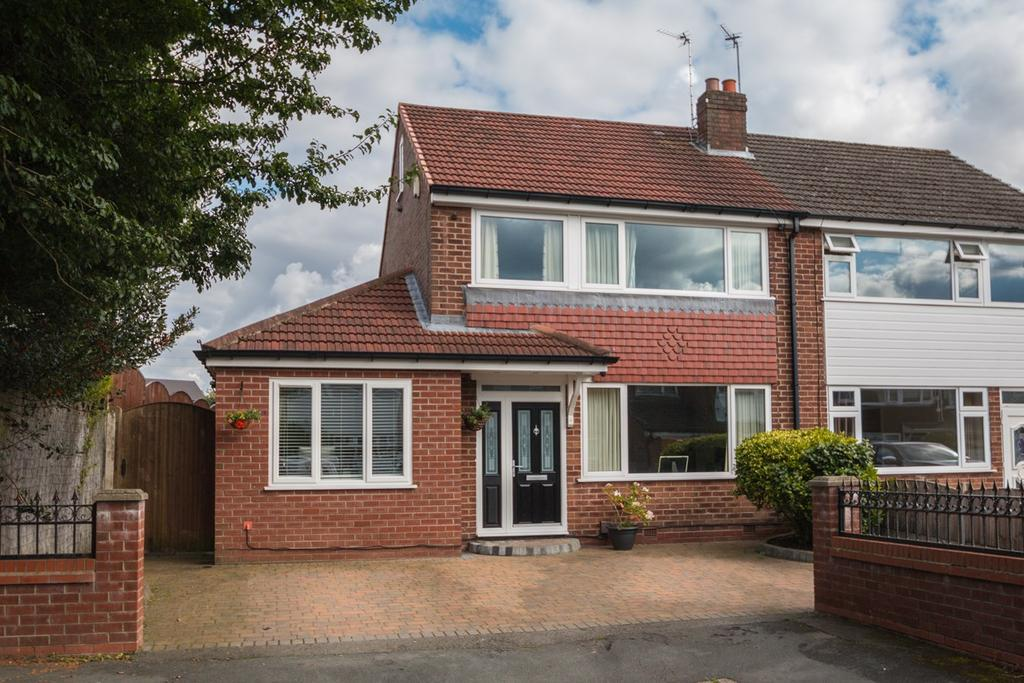 3 Bedrooms Semi Detached House for sale in Davylands, Davyhulme, Manchester, M41