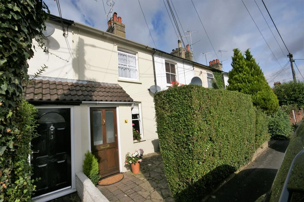 3 Bedrooms Terraced House for sale in Rack Close Road, ALTON, Hampshire