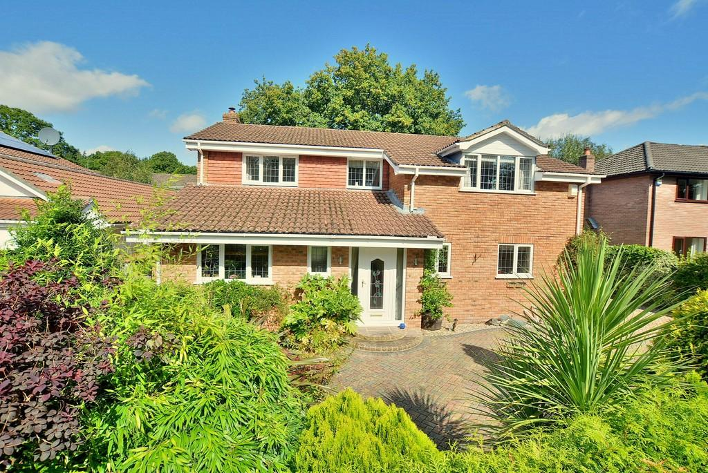 5 Bedrooms Detached House for sale in Willow Drive, Wimborne