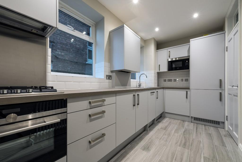 2 Bedrooms Apartment Flat for sale in Hermon Hill, Wanstead
