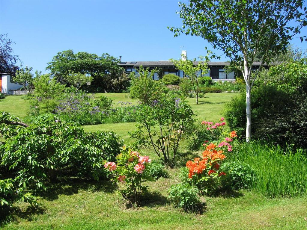 4 Bedrooms Bungalow for sale in Tregaron