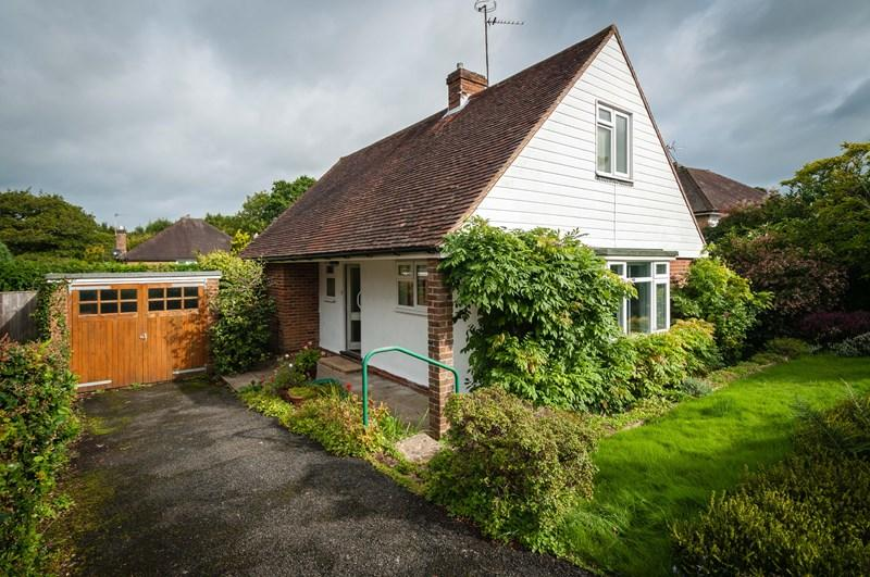 3 Bedrooms Chalet House for sale in Claremont Rise, Uckfield