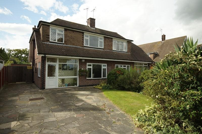 3 Bedrooms Semi Detached House for sale in Mountdale Gardens, Leigh-On-Sea