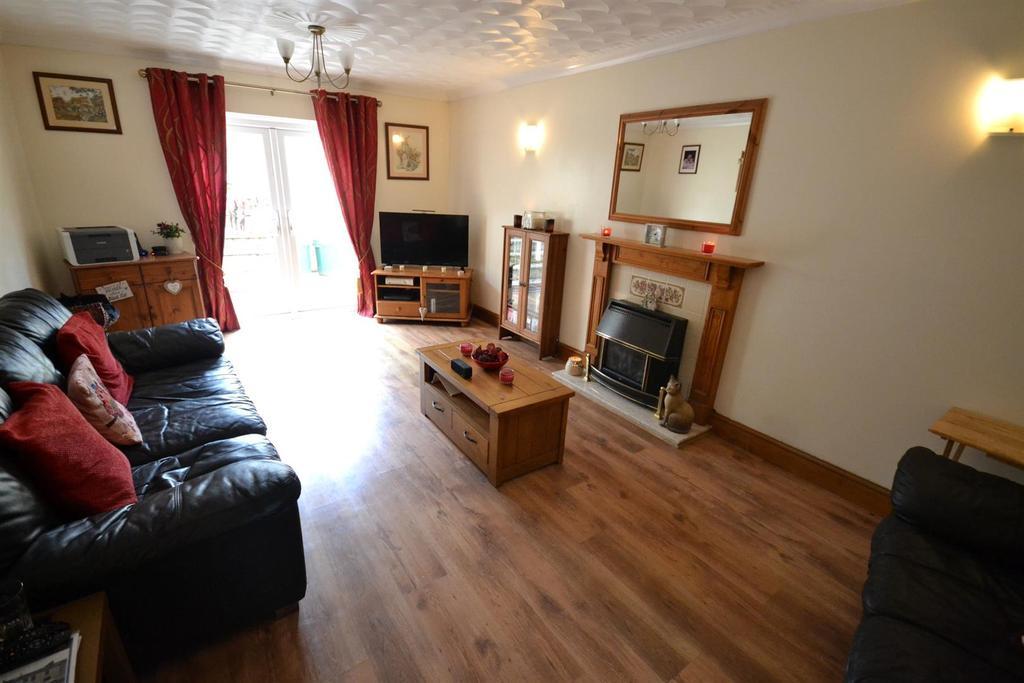 4 Bedrooms Detached House for sale in North Street, Pembroke Dock