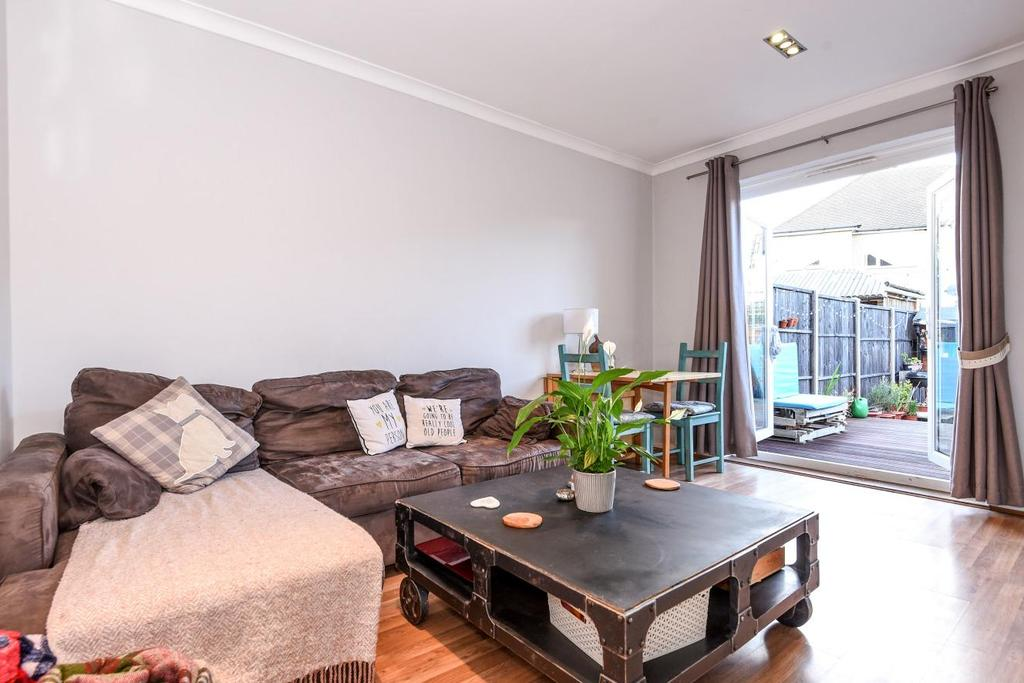 2 Bedrooms Flat for sale in Kingston Road, Raynes Park