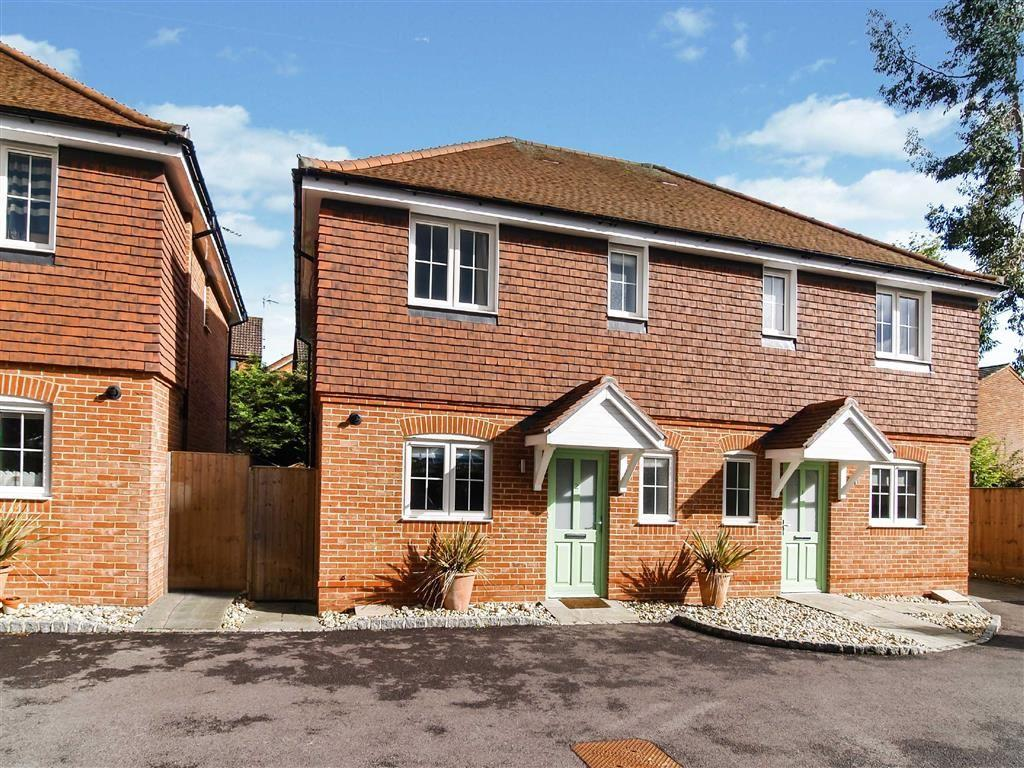 3 Bedrooms Semi Detached House for sale in Trendells Place, Haslemere, Surrey, GU27