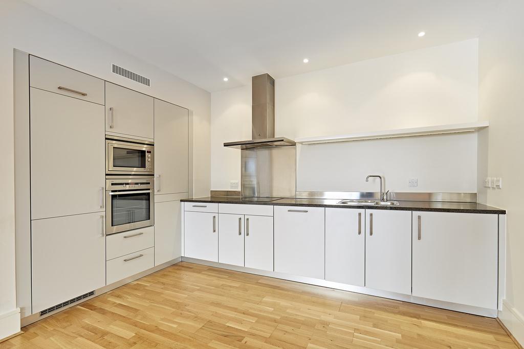2 Bedrooms Flat for rent in Kean Street, Covent Garden, London, WC2B