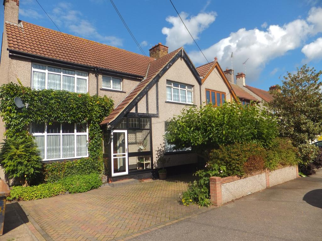4 Bedrooms Semi Detached House for sale in Arcadian Gardens, Hadleigh SS7
