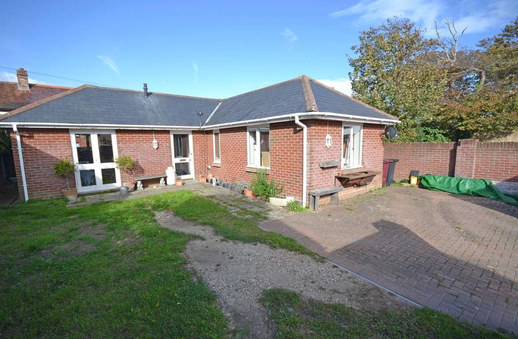 2 Bedrooms Detached Bungalow for sale in High Street, Selsey, PO20