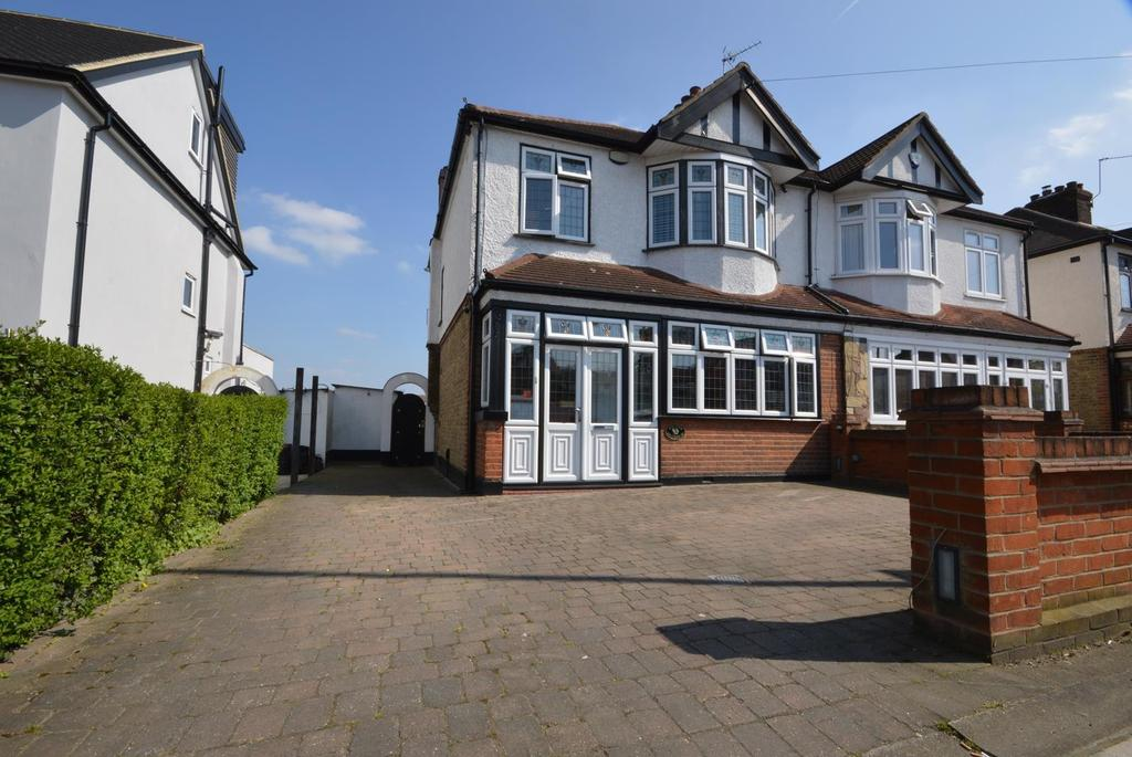 3 Bedrooms Semi Detached House for sale in Upper Brentwood Road, Gidea Park, RM2