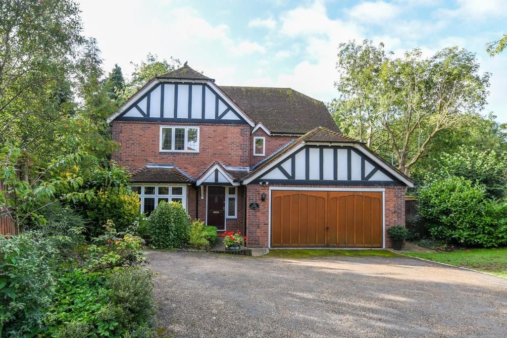 5 Bedrooms Detached House for sale in Barley Close, Henley-In-Arden