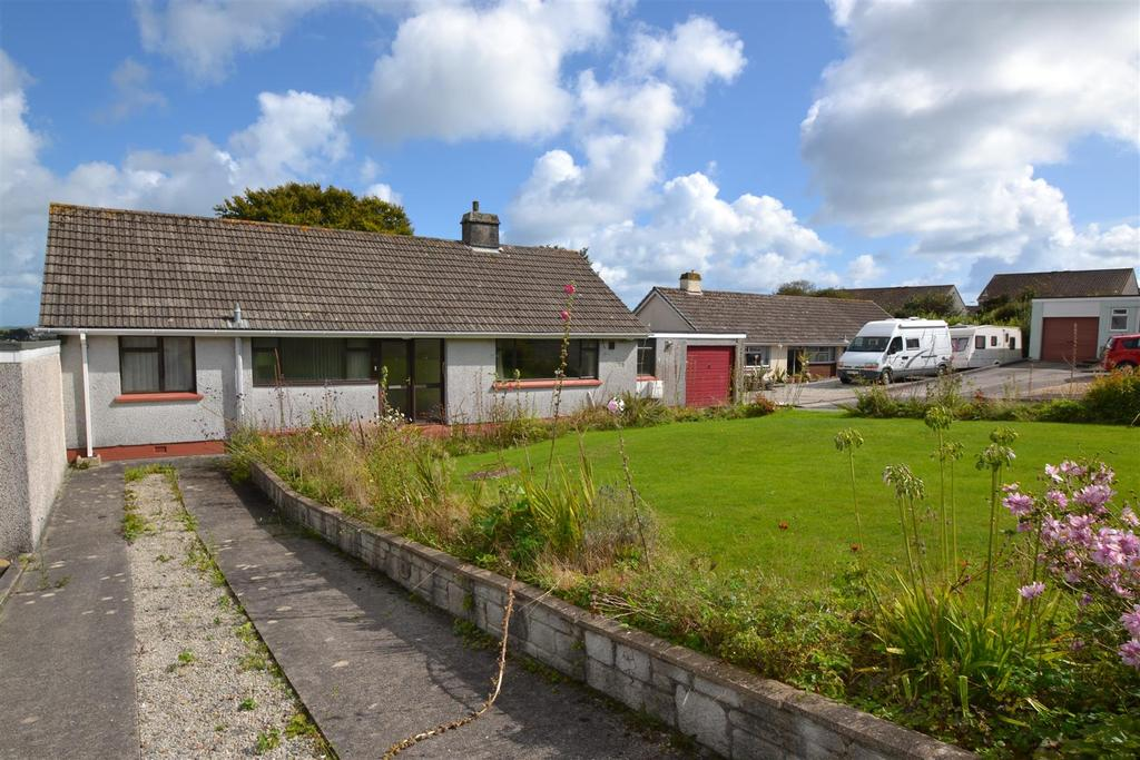 3 Bedrooms Bungalow for sale in Roscarrack Close, Falmouth