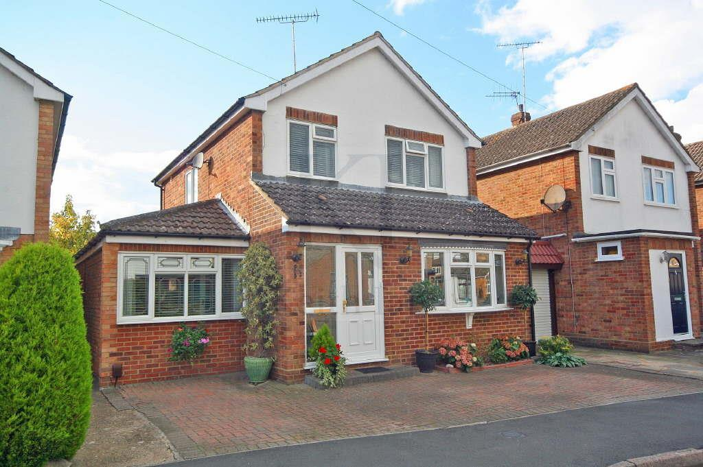 3 Bedrooms Detached House for sale in Millers Lane, Stanstead Abbotts