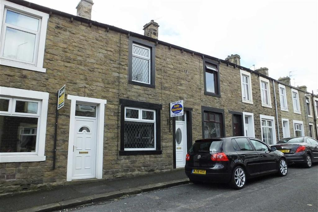 2 Bedrooms Terraced House for sale in Lincoln Road, Earby, Lancashie, BB18