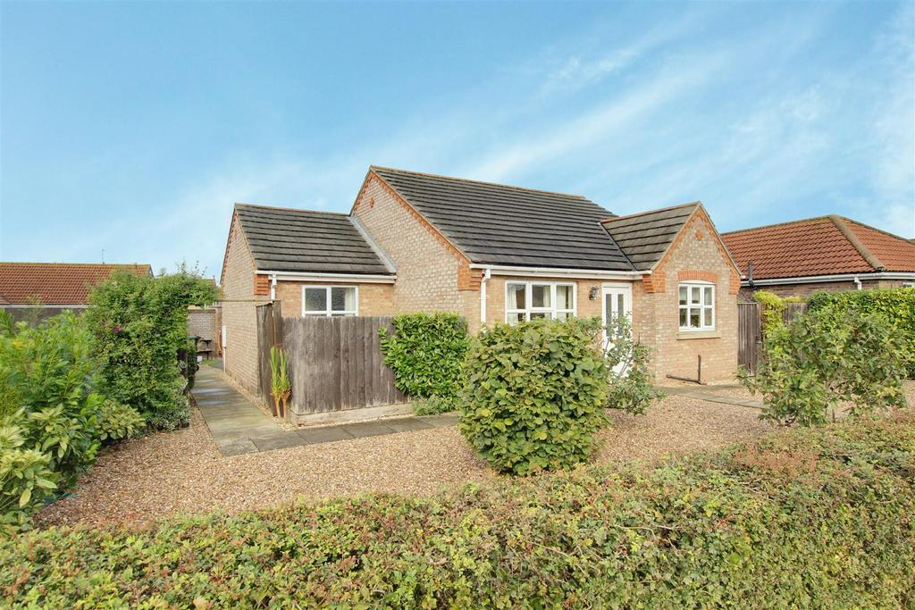 2 Bedrooms Detached Bungalow for sale in 6 Mumby Meadows, Mumby