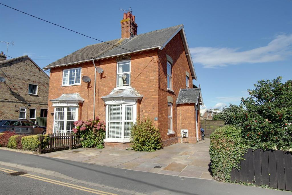 3 Bedrooms Semi Detached House for sale in 41 Hamilton Road, Alford