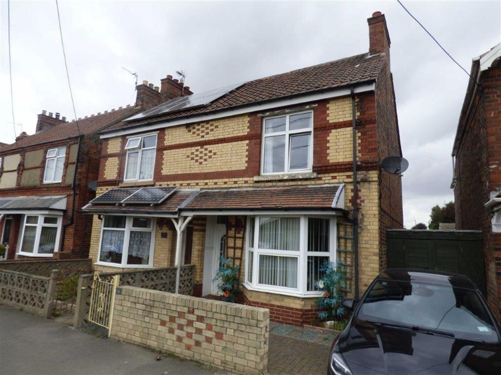 2 Bedrooms Semi Detached House for sale in Staithes Road, Preston, East Yorkshire, HU12