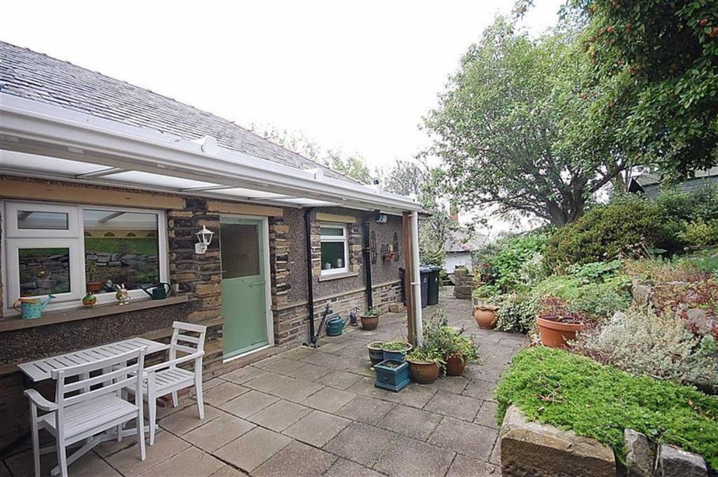 3 Bedrooms Detached Bungalow for sale in Radcliffe Road, Slaithwaite, Huddersfield, HD7