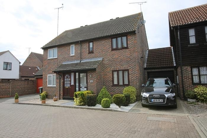 2 Bedrooms Semi Detached House for sale in KILN FIELD, ONGAR CM5