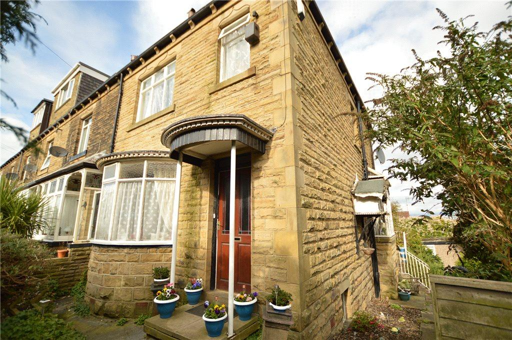 4 Bedrooms Terraced House for sale in Kirkstone Terrace, Off Rooms Lane, Morley, Leeds