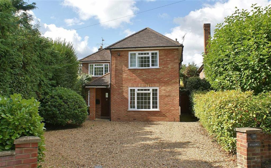 5 Bedrooms Detached House for sale in Pipers Close, Cobham, Surrey, KT11