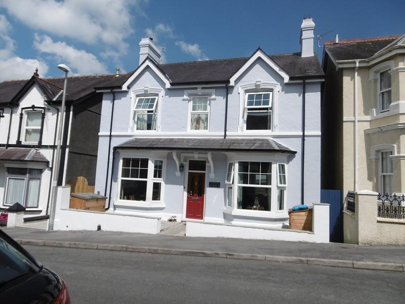 4 Bedrooms Detached House for rent in 14 Thomas Street, Llandeilo, Carmarthenshire.