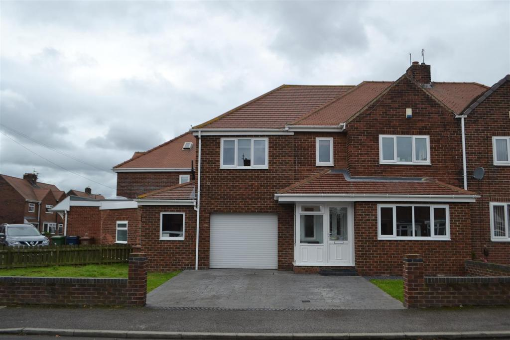 3 Bedrooms Semi Detached House for sale in Lansbury Way, Castletown, Sunderland