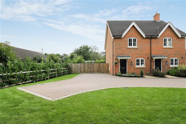 2 Bedrooms Semi Detached House for sale in Fern Cottage, Headley Fields, Headley