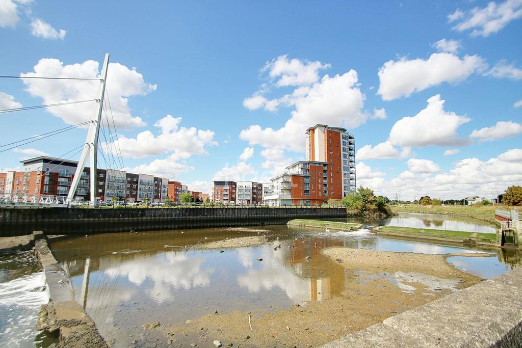 2 Bedrooms Flat for sale in Holman Court, Ipswich